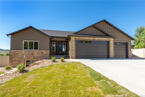 Photo of 410 Old Farm Ln, Coalville, UT 84017
