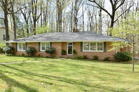 Photo of 1014 W Crown Point Rd, Signal Mountain, TN 37377