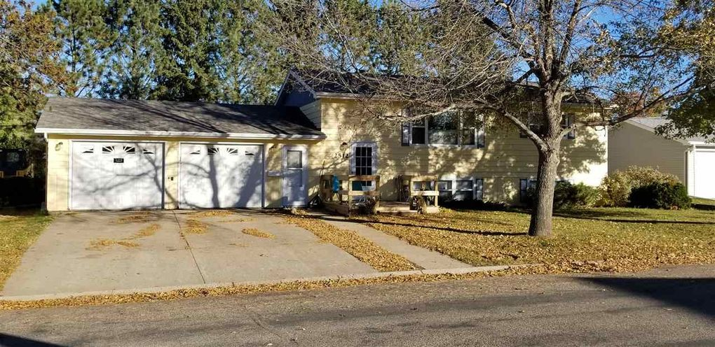2512 9th St Nw, Minot, ND 58703