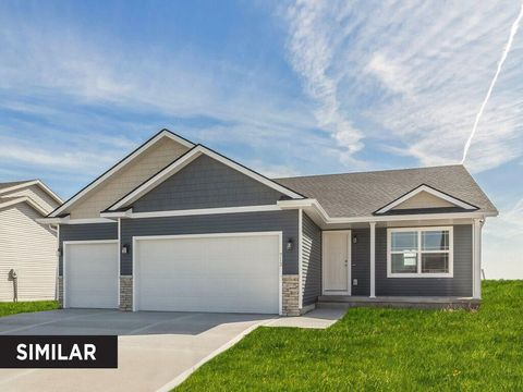 Photo of 5405 E Kenyon Cir, Des Moines, IA 50320