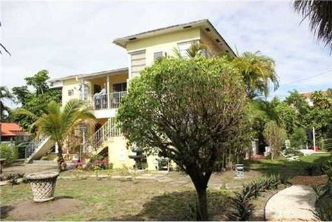 8851 Harding Ave Apt 1, Surfside, FL 33154