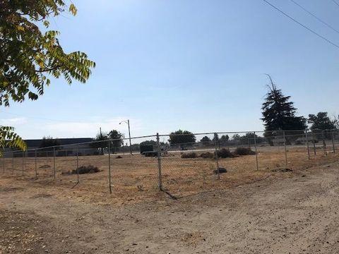 Photo of 132 S Burnett Rd, Tipton, CA 93272