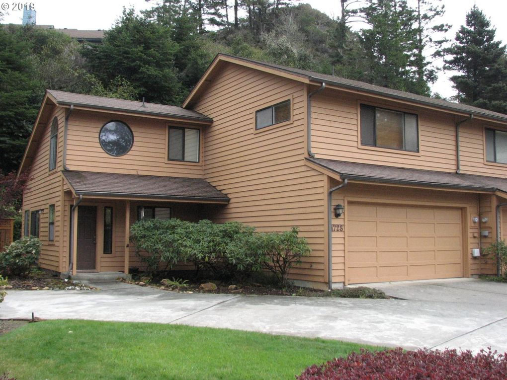 1728 Arch Ln, Brookings, OR 97415