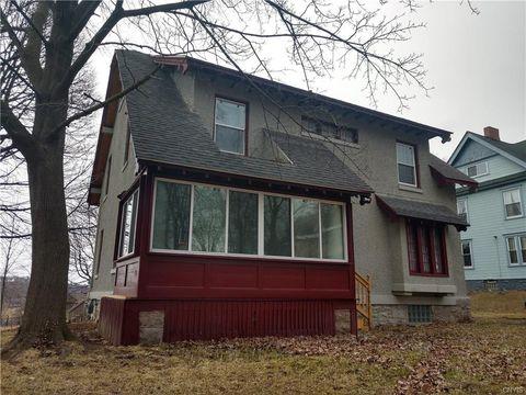 Photo of 449 Maple St, Syracuse, NY 13210