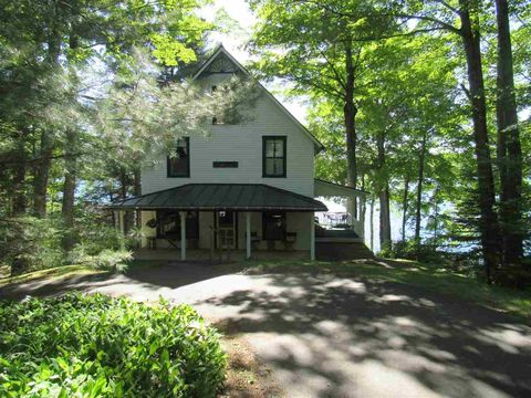 69 Old Ford Ln, Westmore, VT 05860