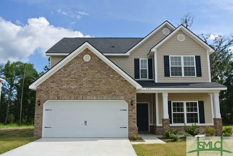 646 Red Oak Ln, Hinesville, GA 31313