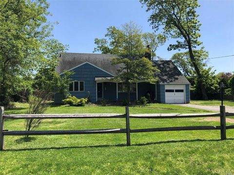Photo of 399 Cedar Ave, Islip, NY 11751