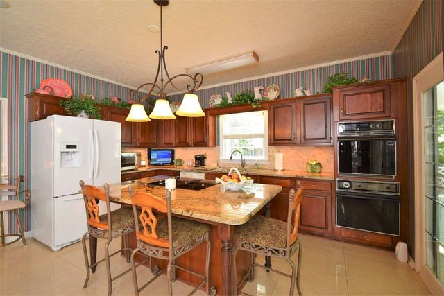 Kitchen Cabinets Jackson Tn 26 farmington dr, jackson, tn 38305 - realtor®