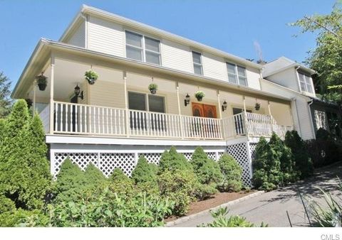 11 Edgewood Dr, Greenwich, CT 06831