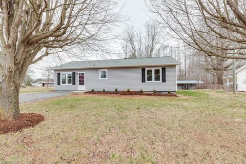 119 Sizemore Ave, Boonville, NC 27011
