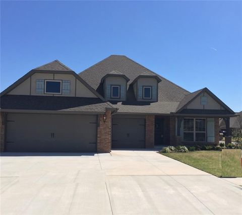 5720 St James Pl, Mustang, OK 73179