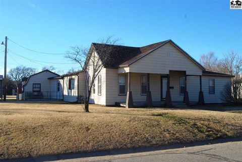 Photo of 441 S 6th St, Sterling, KS 67579