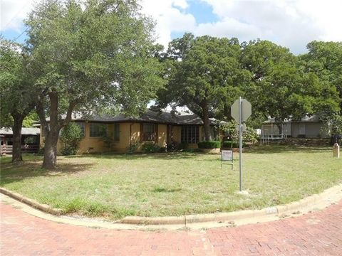 Photo of 500 S Dixie St, Eastland, TX 76448