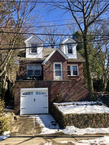 Photo of 115 Rugby Ave, Staten Island, NY 10301
