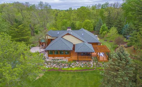 Fenton MI Homes With Special Features