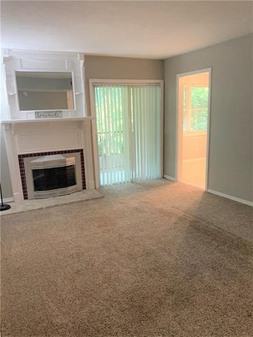 Photo of 1713 E Lindsey St Apt 4, Norman, OK 73071