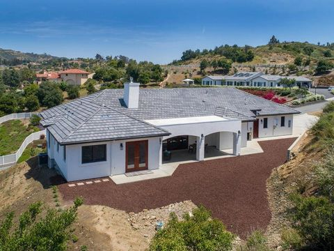 Photo of 3271 Sagewood Hills Rd, Vista, CA 92084