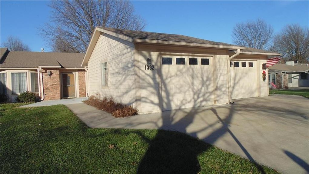 1332 W Jenkins Blvd, Raymore, MO 64083
