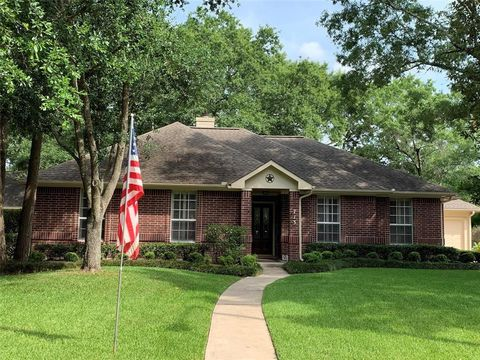 Photo of 713 Sherwood Forest Dr, Dickinson, TX 77539