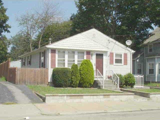61 Thomas Ave Pawtucket, RI 02860