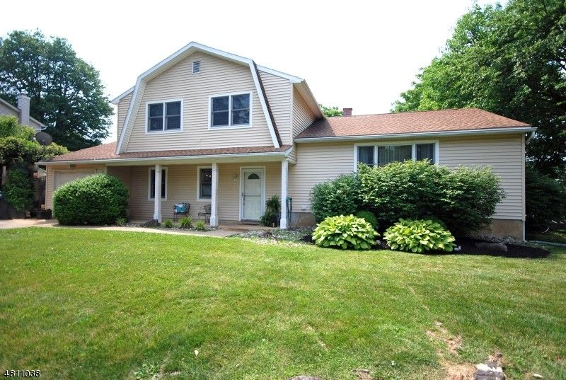 45 Buckley Hill Dr, Lopatcong, NJ 08865