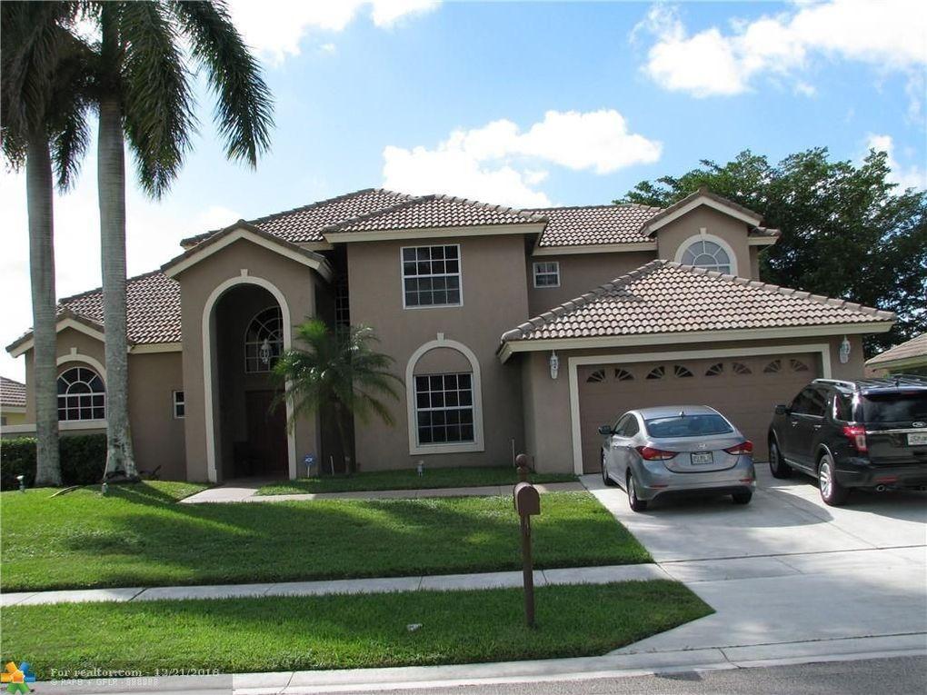 20279 Hacienda Ct, Boca Raton, FL 33498