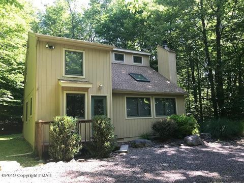 1422 Redwood Ter, Pocono Pines, PA 18350