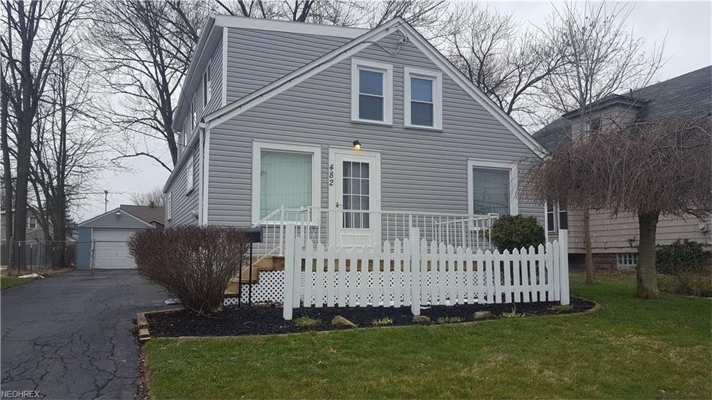 482 Elm St, Struthers, OH 44471