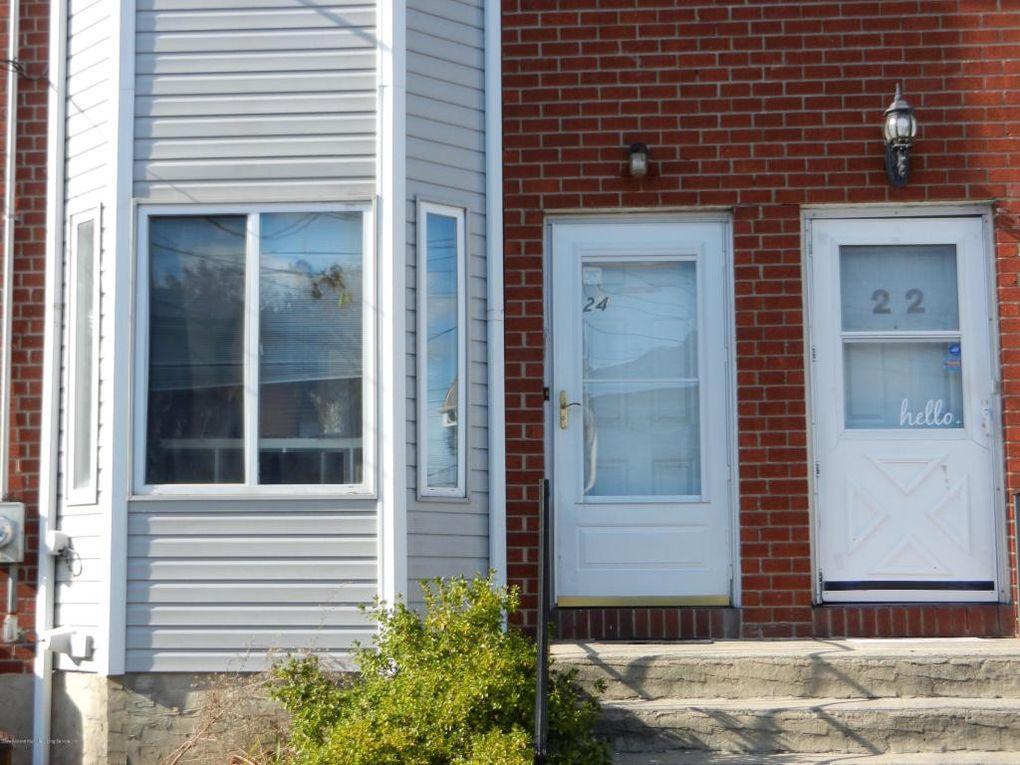 24 Northfield Ct, Staten Island, NY 10303