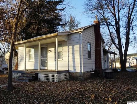 137 E Church St, Mendon, IL 62351