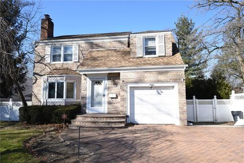 Photo of 922 Cleveland St, West Hempstead, NY 11552