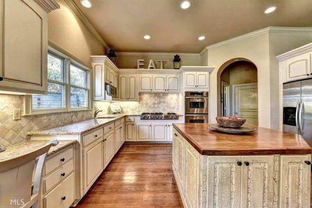 5920 Whitestone Ln, Suwanee, GA 30024 - Kitchen