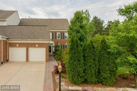 5259 Winter View Dr, Alexandria, VA 22312