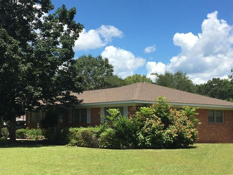 Photo of 132 N Jackson Ave, Quitman, MS 39355
