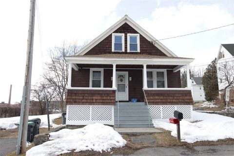 Photo of 104 Luther St, Amsterdam, NY 12010