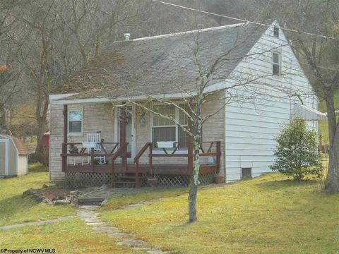 108 Fifth St, Parsons, WV 26287