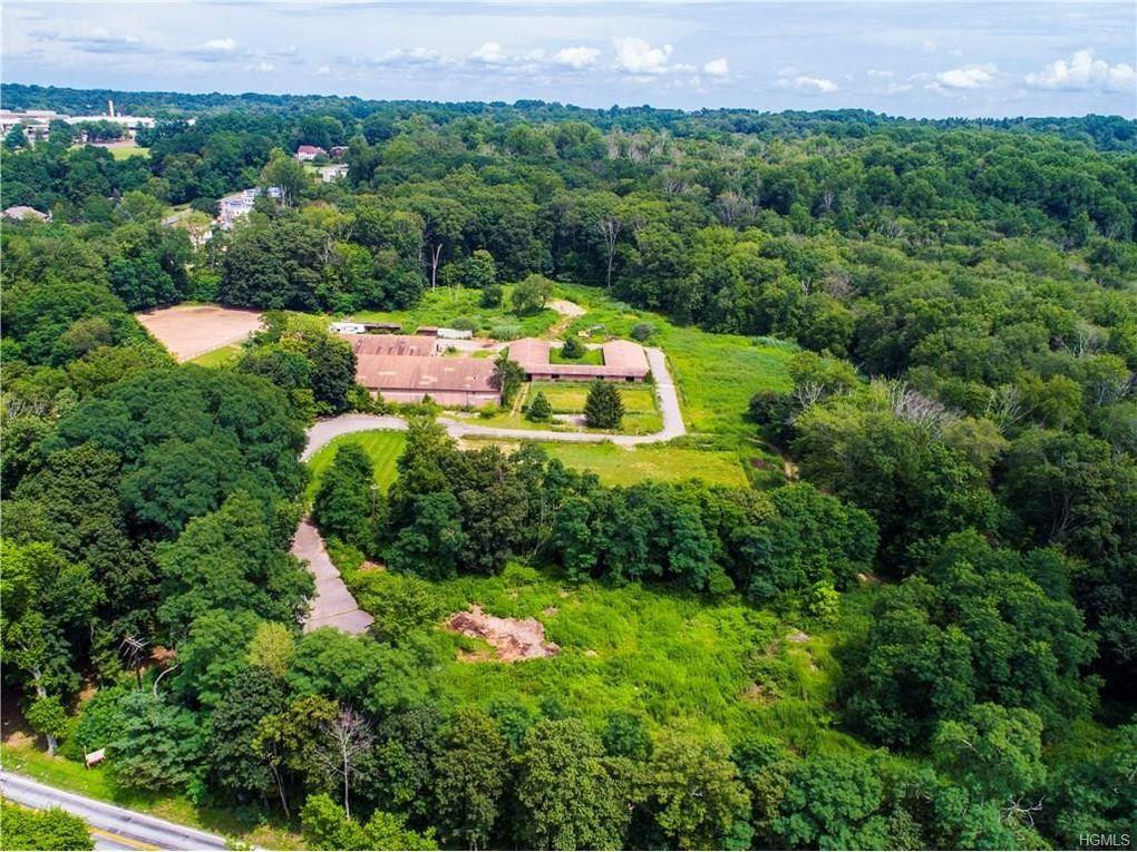 5 Stonehedge Farm Rd, Montebello, NY 10901