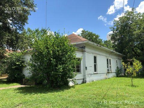 Photo of 410 W Trinity St, Groesbeck, TX 76642