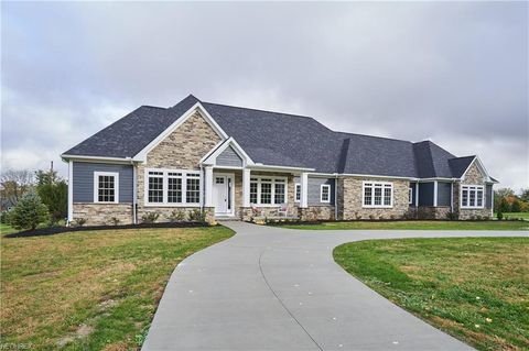4787 Autumn Leaves Dr, Akron, OH 44333