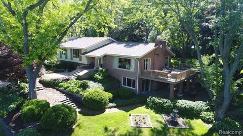 Photo of 6971 Valley Spring Rd, Bloomfield Township, MI 48301