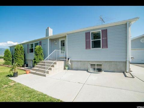 1472 S Hogan Rd, Stockton, UT 84071