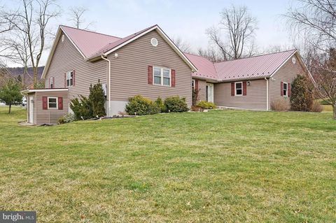 237 Valley View Dr, McConnellsburg, PA 17233