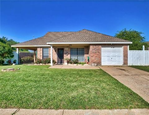 Photo of 7704 Evening Star Dr, Fort Worth, TX 76133