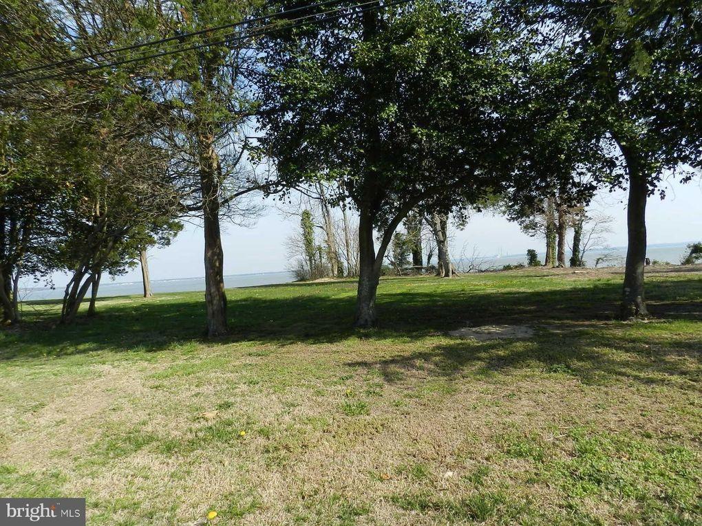 Riverview Dr Colonial Beach, VA 22443