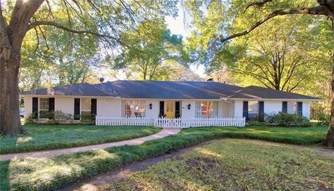 Photo of 1114 Woodcastle Dr, Corsicana, TX 75110