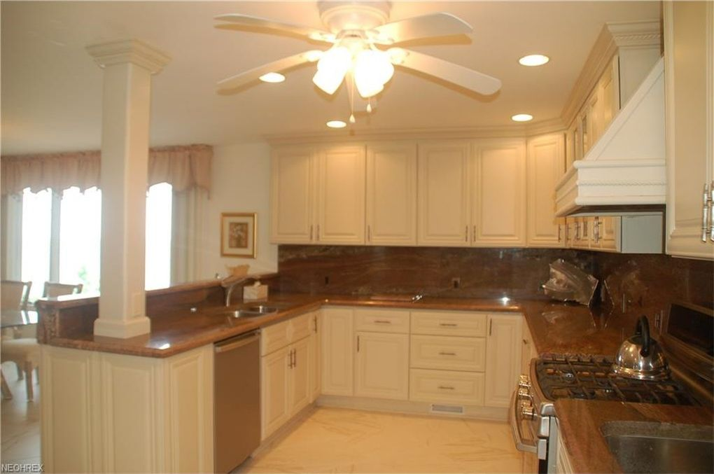above kitchen cabinets 104 pittsburgh ave huron oh 44839 realtor 174 10427