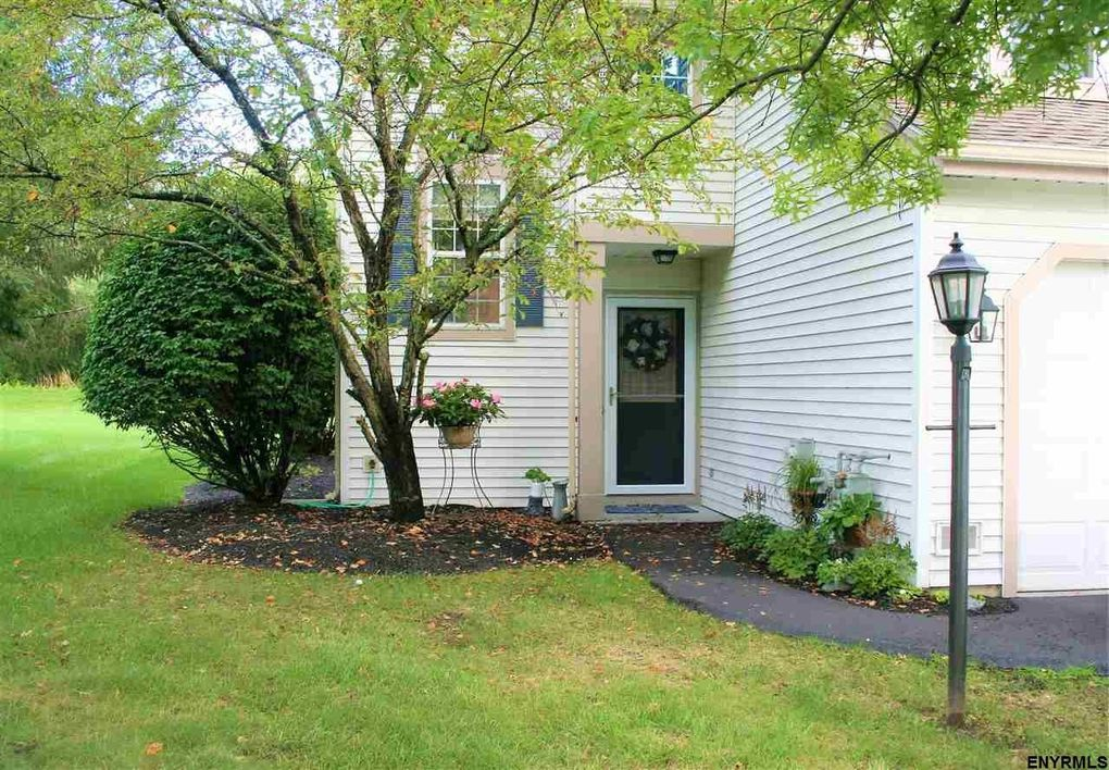 10 Highpointe Dr Troy, NY 12182