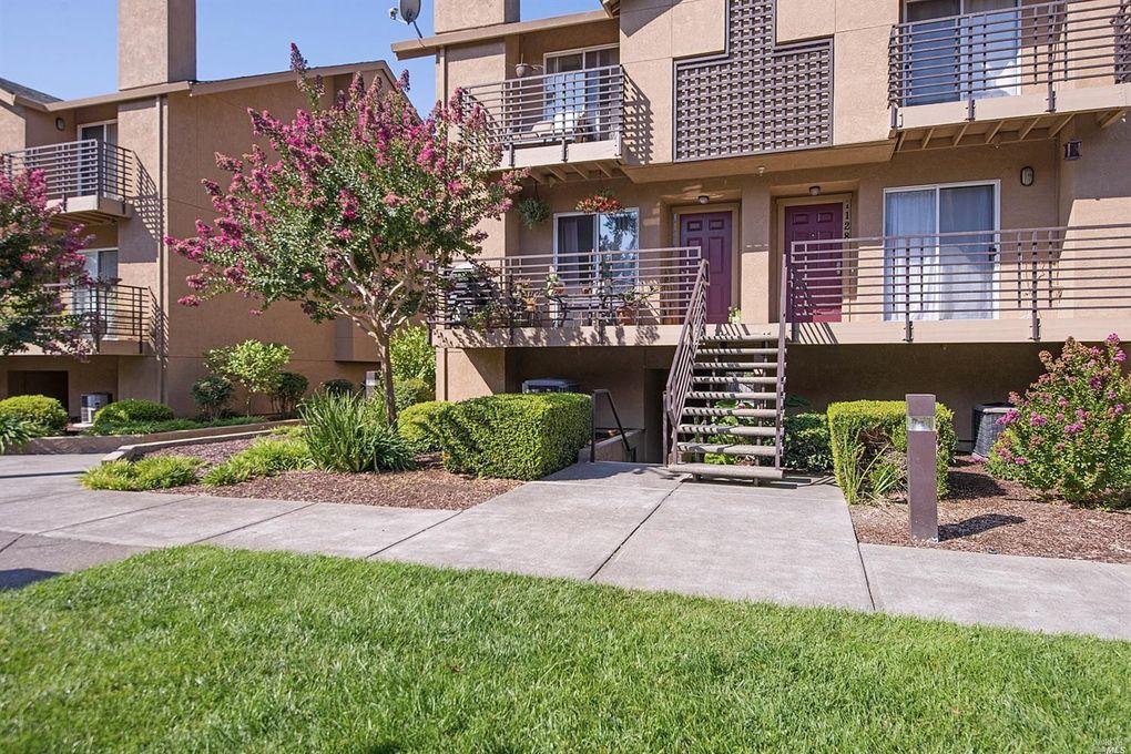 1126 Pear Tree Ln Napa, CA 94558
