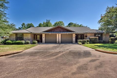 Photo of 202 Landua Dr, Brenham, TX 77833