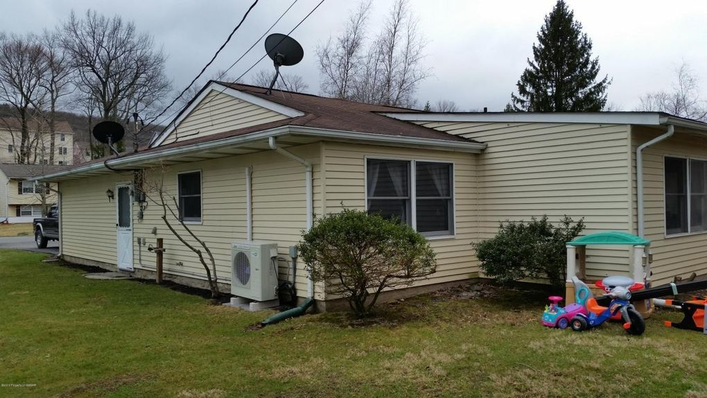 214 W 14th Street 1 additionally What Is Wic In Floor Plan further 216 Fulton St Wilmington OH 45177 M41467 32790 besides Custom Kitchen Cabi s Kitchen Cabi ry Custom additionally 3123 E Fort Sumter Ln Mead WA 99021 M25924 62597. on cl kitchen bath and closet